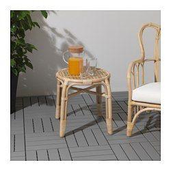Handgjord av en skicklig hantverkare. Möbler av naturfiber har låg vikt och är samtidigt stabila och hållbara. Plastfötter skyddar möbeln vid kontakt med fuktiga ytor.