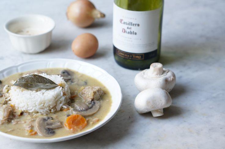 aujourd'hui, je reviens avec une recette traditionnelle de nos bistrots français : la traditionnelle blanquette de veau. Cette recette je la tiens de ma maman,