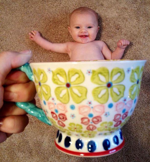 bebe mug bebe dans une tasse 31   Bébé Mug   photos de bébé dans une tasse   tasse photo perspective mug meme instagram image buzz bébé #babeinamug