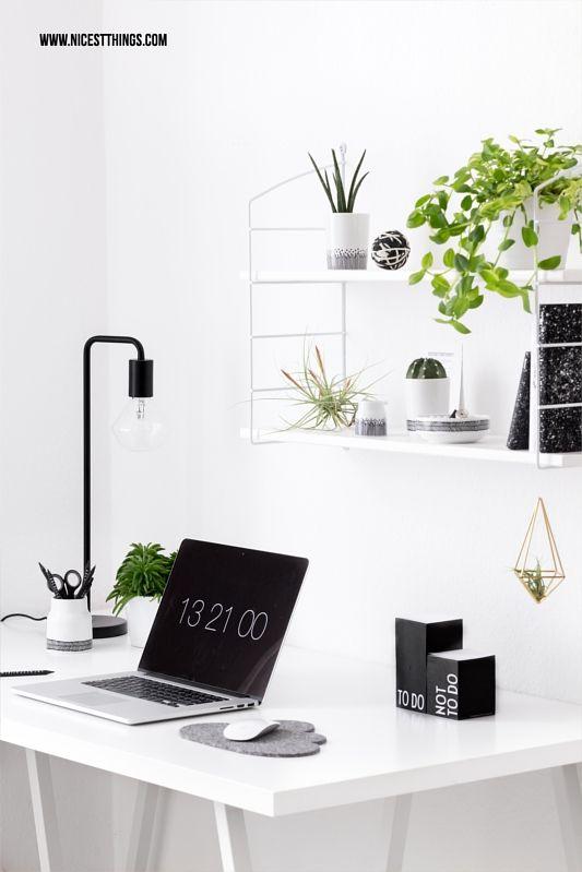Good Home Office schwarz weiss mit Urban Jungle Pflanzen Deko