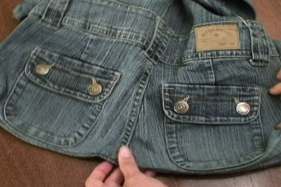 Step by step with pictures on how to make a really cute bag out of a pair of jeans.