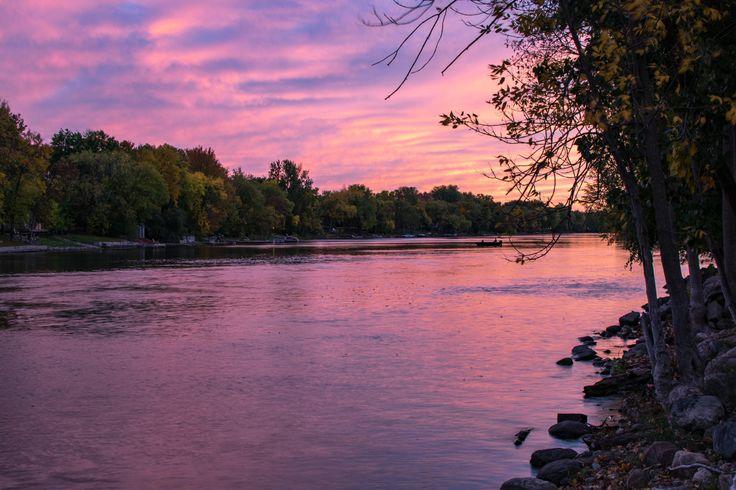 Sunset in Peterborough Ontario - Canada [OC][5899x3933]