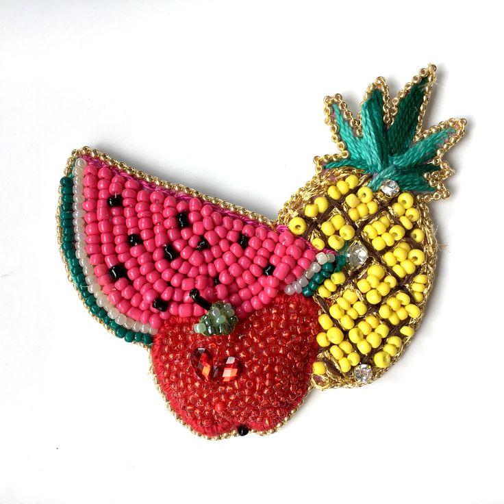 #brooch #handmade #jewelryoftheday #etsy #ananas #pineapple🍍 #apple #watermelon #fruit #hugebrooch #beaded #bead