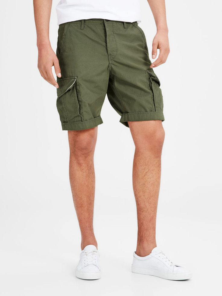 No man has every said no to a pair of cargo shorts. One of the safest gift bets you can make! In military green, with two large side pockets | JACK & JONES #gift #ideas #for #men