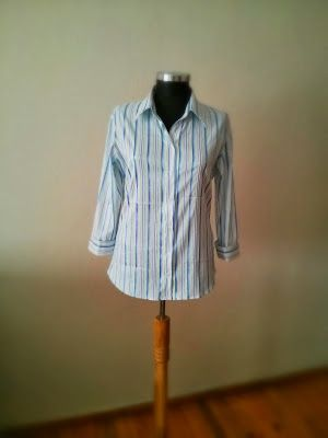 Mavi Çizgili Beyaz Gömlek 25 TL