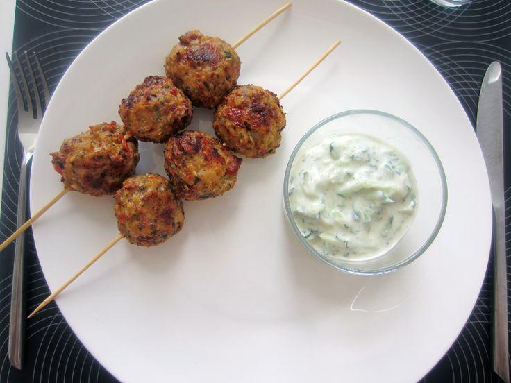Fedtfattig tzatziki med spicy kyllingeboller