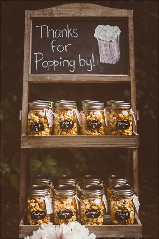 Mason jar popcorn wedding favour - love the packaging in the mason jars with the chalk stickers. Adorable display too!