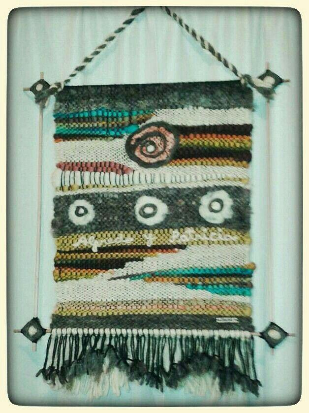 Telar hecho a pedido como regalo. Confeccionado 100% con lana natural artesanal y varillas de raulí.