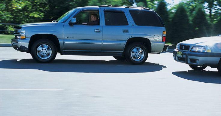 Cómo cambiar el motor ventilador del aire acondicionado en una Chevrolet S10 Blazer 1995. La Chevrolet S-10 Blazer fue lanzada junto con la pickup S-10 en 1982. La Chevrolet S-10 Blazer 1995 estaba equipada con un V6 de 4,3 litros, capaz de producir 200 caballos de fuerza. El modelo básico de la S-10 Blazer 1995 tenía tracción en dos ruedas. El motor ventilador de la S-10 Blazer 1995 es responsable por el movimiento de aire en el ...