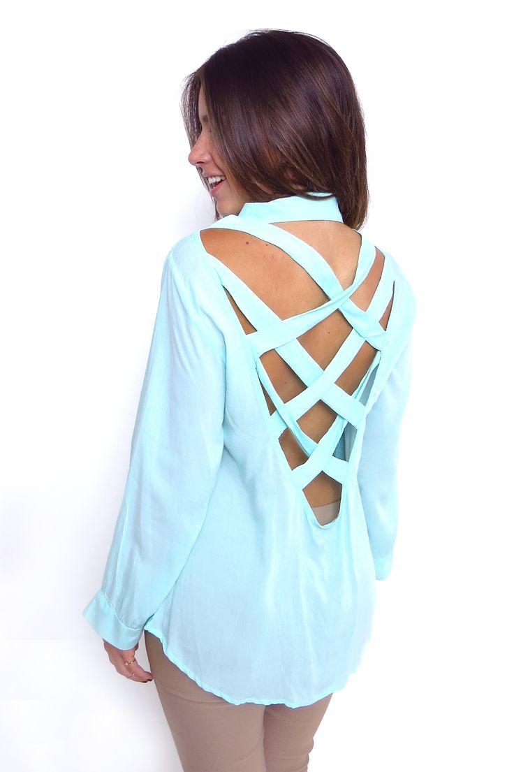 Blusa manga larga azul cuello camisero espalda tiras cruzadas. ZOCCA'S NEW COLLECTION !!! Encuentranos en nuestra tienda en linea . Ingresa a www.zocca.com.co . #clothing #fashion #eshop #tiendaenlinea #blusa #mangalarga #escoteespalda