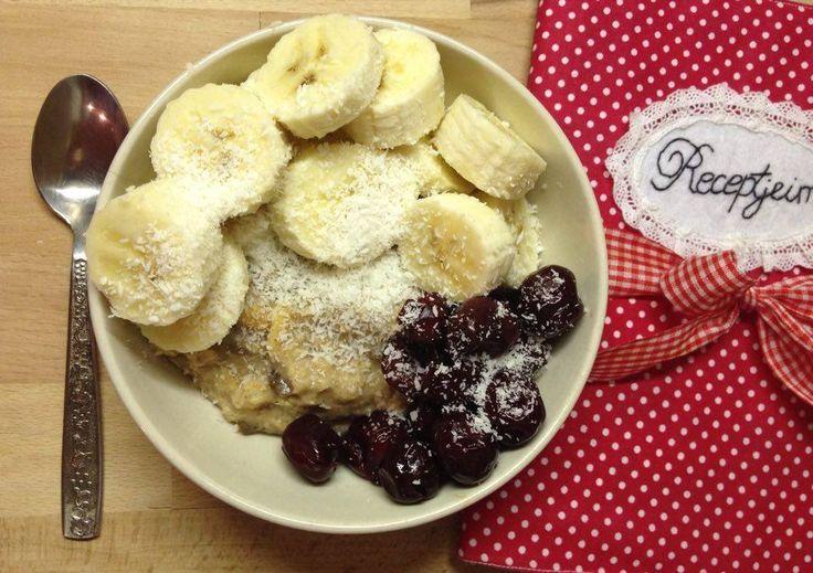 Kedvenc Vegán zabkásám receptjét hamarosan olvashatjátok a blogon. This is my favourite 100% Vegan oatmeal, with coconut milk , banana and sour cherry. You can read the full recipe on my blog soon. http://elmenygyujto.blogspot.hu/ #Élménygyűjtő #Vegan #breakfast #Oatmeal #cocunut #banana #sourcherry #healthymeal #fitt #recept #mik #iközösség #zabkása #egészséges #étel #életmód