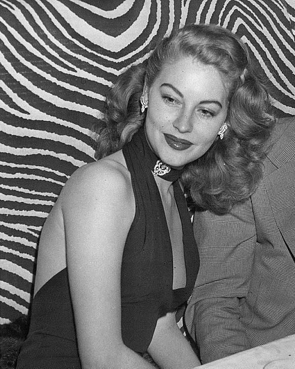 gatabella:  Ava Gardner at El Morocco nightclub, 1945