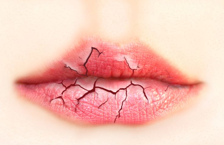 #TOPTIP: Use a toothbrush to exfoliate chapped #lips. Gently brush off dead skin & apply a thick moisturing ointment when done! #beautytips #lipcare