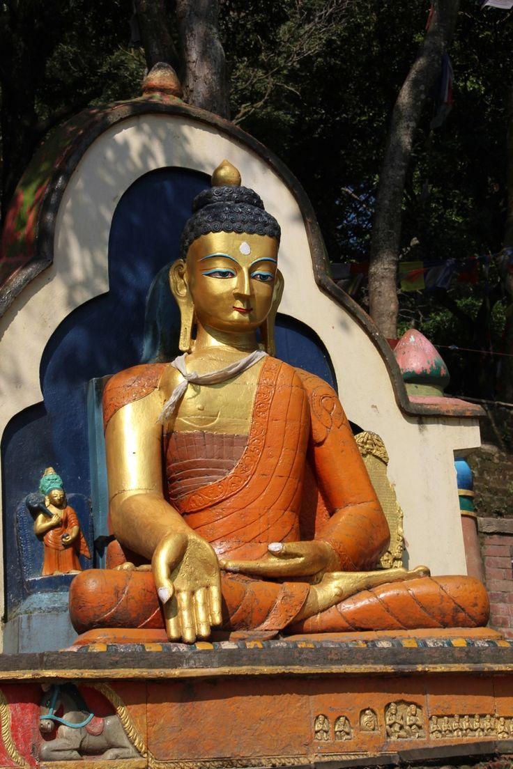 Op weg naar Swayambhunath, de 365 traptreden omhoog naar de Monkey Temple