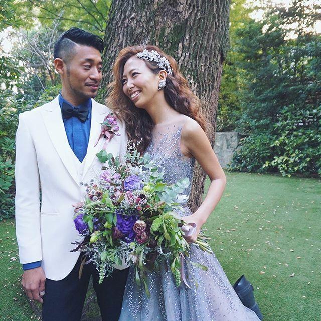 . . 今日投稿した花嫁のmomoさんのお色直し♪ . 後ろにインパクトがあったモコモコスタイルが一変、 . ダウンスタイルで . ちょっとゴージャスに♡ . . 彼のタキシードファッションも注目♪ . . 2人で合わせてコーデしたオシャレさんでした♪ . . #結婚式#美容師#髪型#ブライダル#ヘアアレンジ#ヘアアクセ#ヘアセット#プレ花嫁#セット#結婚#ハンドメイド#花嫁#編み込み#イヤリング#結婚式準備#前撮り#美容室#ヘアメイク#ウェディング#ヘアスタイル#アレンジ#写真#ブーケ#love#ig_japan#hairstyles#bridal#weddinghair#bridalhair#hairarrange