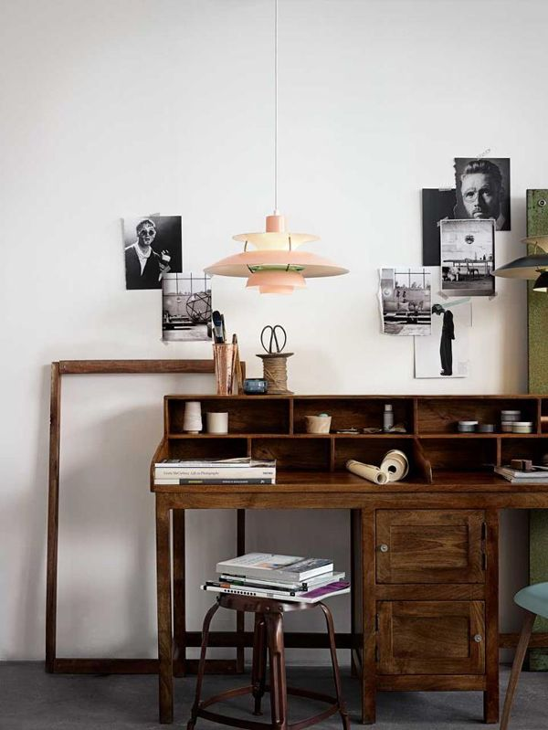 Vintage & minimalistic desk never goes out of style | Frank & Oak  (source: www.bloodandchampagne.com)