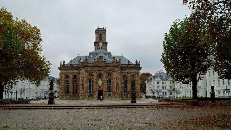 Passend zu Allerseelen,  ... war wohl heute das Wetter im ganzen Saarland. Ein ruhiger diesiger Nebeltag ohne viel Farbe. Aber die muss es auch geben. Besonders im November. :-)