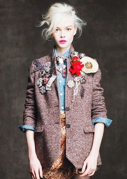 a bounty of brooches.Brooches, Fashion, Inspiration, Style, J Crew, Pink Lips, Jackets, Blazers, Jcrew