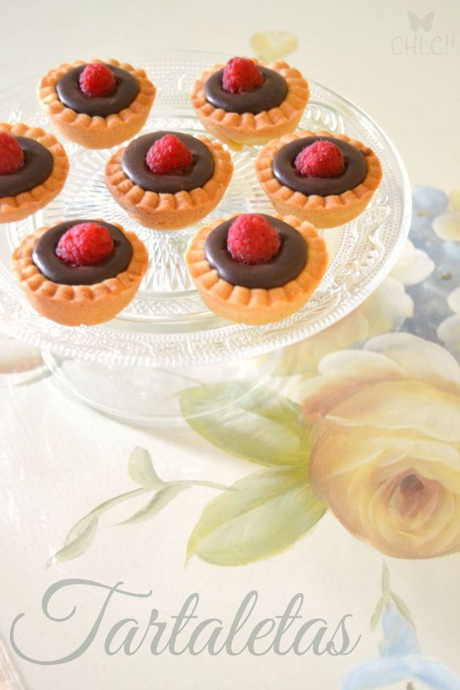 mini tartaletas caseras rellenas de ganache de chocolate negro - tartaletas para mesas dulces