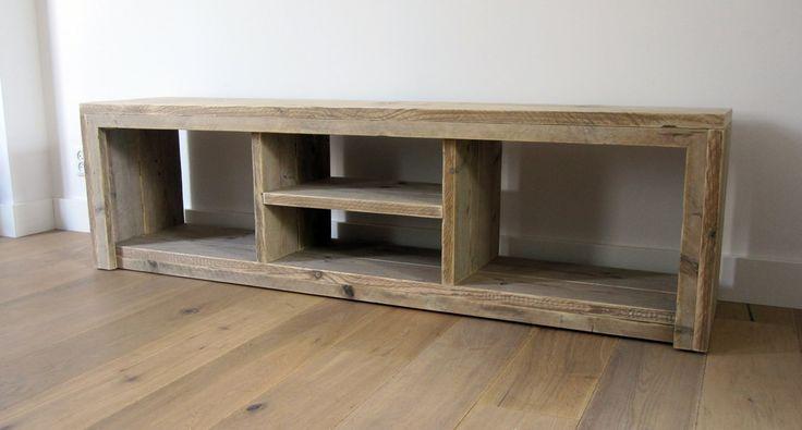 TV meubel van steigerhout Deze kast is gemaakt van onbehandeld, gebruikt steigerhout en is zeer strak afgewerkt. In de kast bevindt zich een ruimte voor media-apparatuur en diverse andere opbergvakken. Ook zijn ander indelingen mogelijk, alles wordt namelijk op maat gemaakt. Afmetingen: 175 x 40 x 50 cm) (LxBxH) Materiaal: onbehandeld, gebruikt steigerhout Verkoopprijs: €425,- De kast wordt op bestelling gemaakt met een levertijd van 3 - 4 weken. Like w00tdesign op Facebook voor een kij...