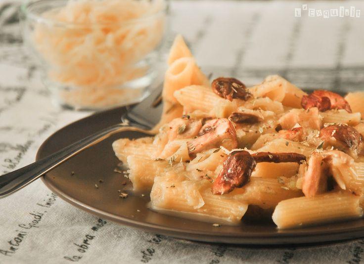 Macarrones con salsa de puerros y setas