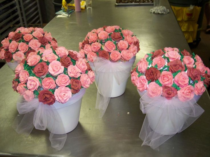 Mini cupcake bouquet — Mother's Day.   Pots plus foam balls plus mini cupcakes plus frosting leaves and a little toulle