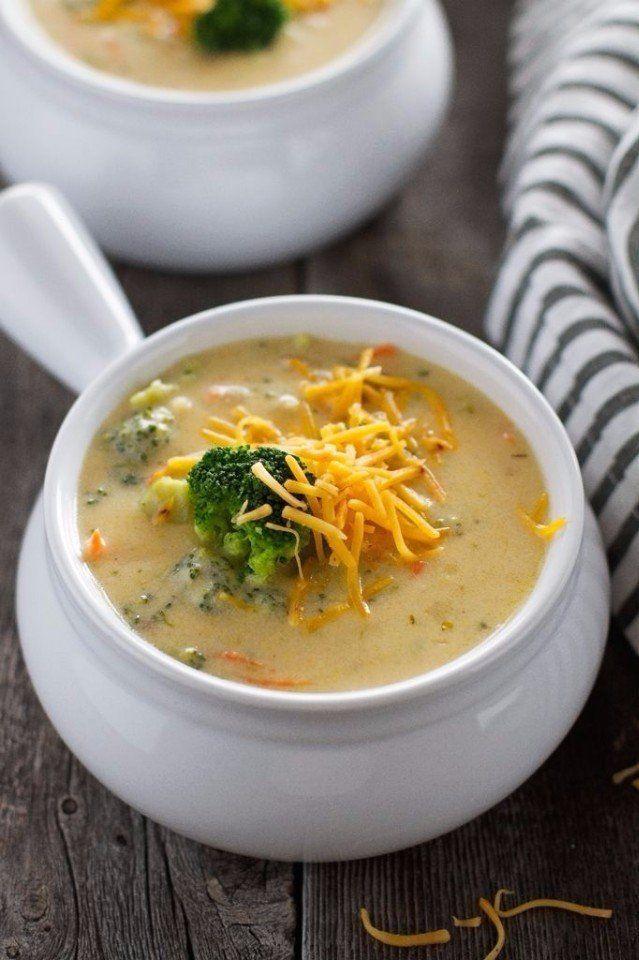 Сырный суп (с шампиньонами и брокколи)  Ингредиенты:  Шампиньоны — 5–7 шт. Сырки — 2 шт. Брокколи — 200 г Картофель — 1–2 шт. Морковь — 1 шт. Соль — по вкусу Растительное масло — для обжарки  Приготовление:  1. Шампиньоны нарезаем. Обжариваем минут 5–10. Морковку трем на терке и тоже обжариваем. 2. Брокколи разделяем но соцветия, на кусочки помельче.  3. Можно брать свежую брокколи (в сезон), можно воспользоваться и замороженной — в таком случае перед приготовлением сырного супа брокколи…