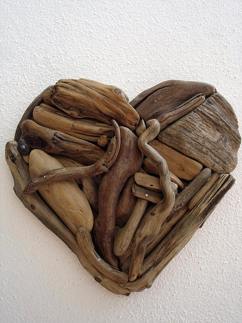 Coastal crafters will love this as much as I do! Driftwood heart! Picture it in a frame...simply lovely!