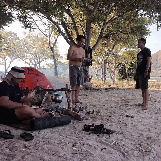 Backyard boys enjoying life without a roof at Kelor Island to relax 2 days ago before heading Bajawa today.  Godspeed.  Pic: @hndrox  #VerneIndonesia #VerneLeatherworks #verneleather #saddlebag #bckyrdcustoms #backyardcustoms #BCKYRDexperience2016 #BCKYRDexperienceGOEAST #BCKYRDFASTFWD2016 #customculture #motoinmode #caferacerxxx #caferacerworld #croig #trackers #scramblers