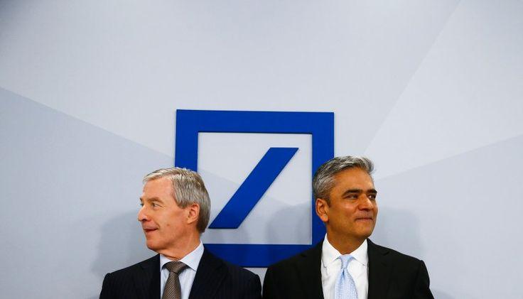 Deutsche-Bank-Chefs Fitschen (l.), Jain: Kaum Rendite für die Investoren -  Sinnkrise bei der Deutschen Bank: Frankfurter Würstchen http://www.spiegel.de/wirtschaft/unternehmen/deutsche-bank-bilanz-von-anshu-jain-und-juergen-fitschen-a-1015665.html
