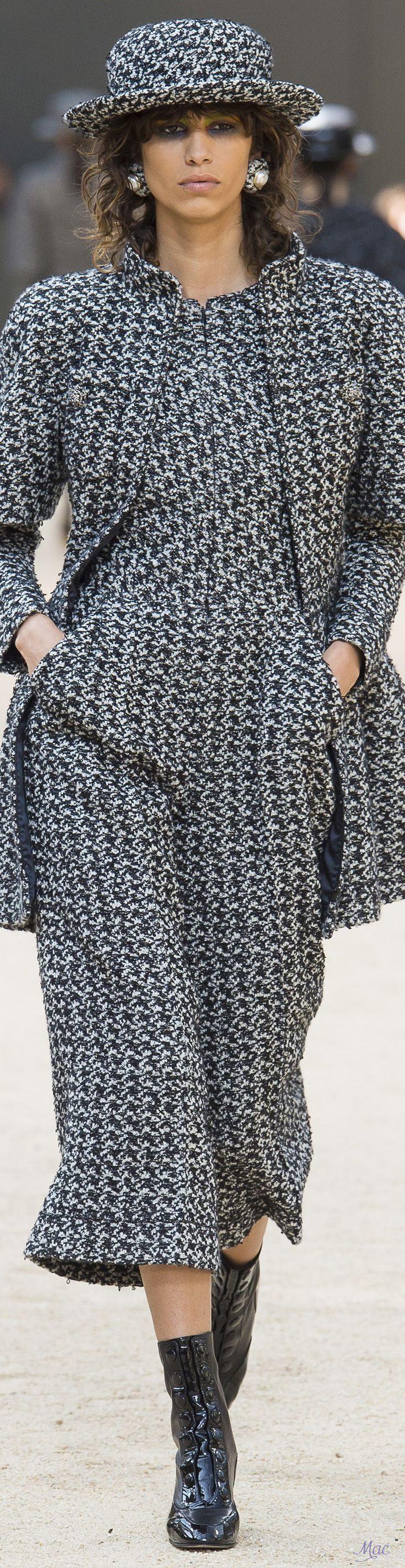 Fall 2017 Haute Couture Chanel