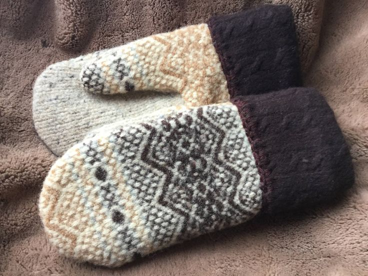 Excited to share the latest addition to my #etsy shop: 100% Recycled Wool Mittens #woolmittens #michiganmittens onthenogginartstudio