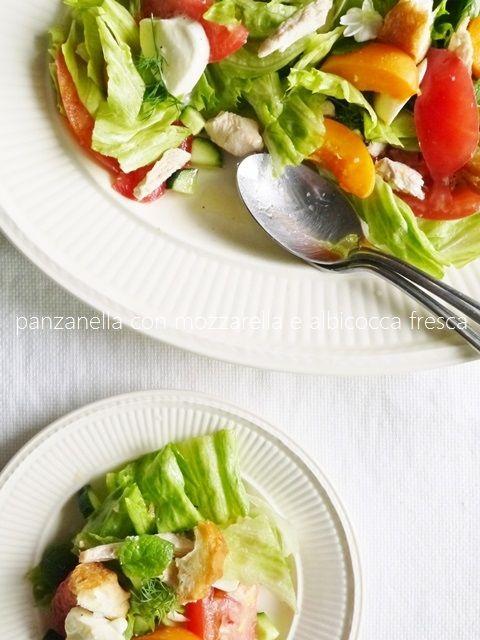 la panzanella con albicocca fresca, glutine di grano fritto 'sendai-fu' e mozzarella 'alla giapponese'  仙台麩でつくる真夏のサラダ、パンツァネッラ