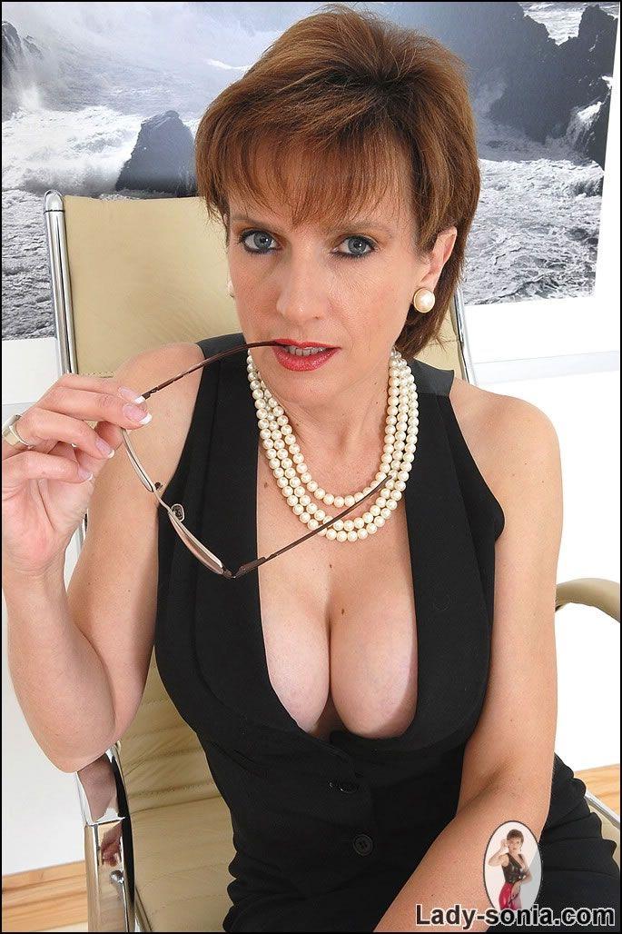 Mature cleavage pics