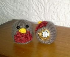 Knitting Pattern Christmas Pudding Ferrero Rocher : 2 HAND KNIT CHRISTMAS ROBINS FERRERO ROCHER CHOCOLATE COVERS Weihnachtsmark...
