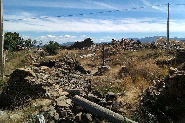 Ruinas del monasterio de Foncebadón, León, Camino de Santiago