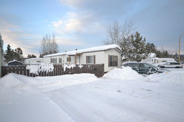 WHITEHORSE REAL ESTATE | MOBILE HOME | 94-986 RANGE ROAD MLS 8720 | This 1987 mobile home on a quiet street on a cul-de-sac in Northland Park is located just minutes from downtown Whitehorse. Formerly a 3 bedroom, 1 bathroom trailer, 2 of the bedrooms have been converted into one very large, spacious Master bedroom. Large deck, ideal for leisure lounging and summer BBQs in a community surrounded by great neighbours!