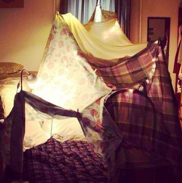 17 best images about blanket and pillow forts on pinterest for Homemade forts outdoors