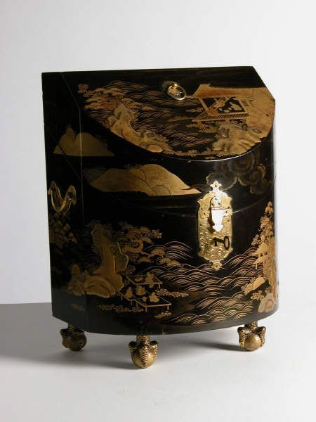 One of a pair of Japanese lacquer knife boxes, second quarter of the 18th century. ©National Trust Collections