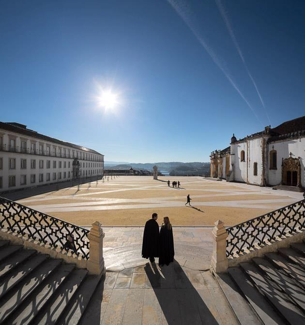 Universidade de Coimbra, umas das universidades mais antigas, ainda em actividade. Não há sol mais radioso que o do nosso Portugal. By Lúcia