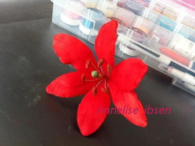 Fondant flower red lilje