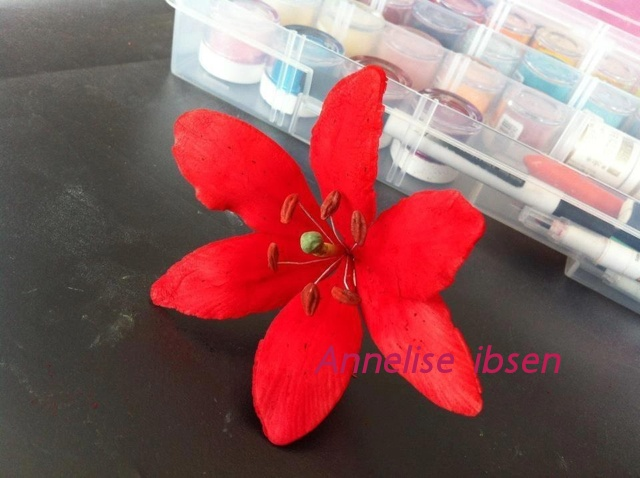 Fondant flower red lilje