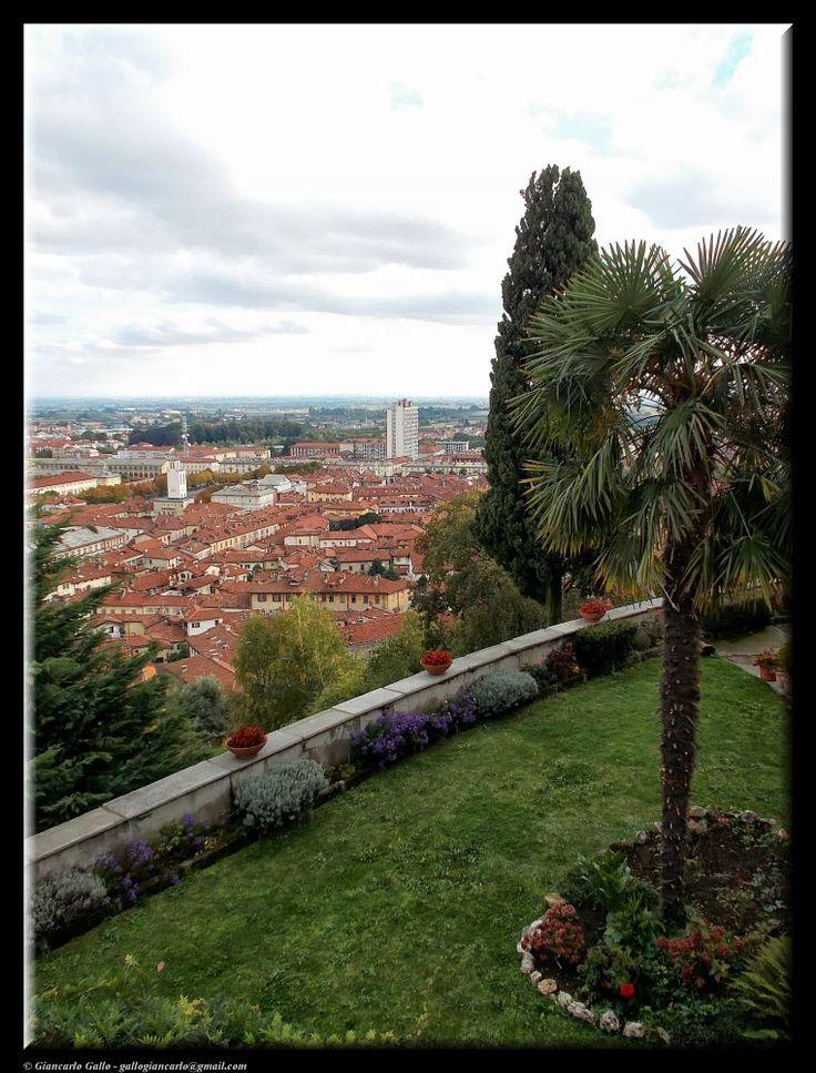 Garden with views by Giancarlo Gallo