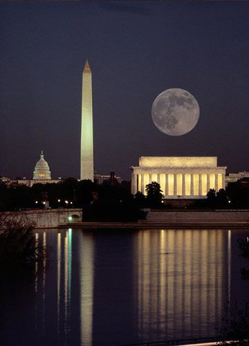 Monuments in the Moonlight! A Newbie Friendly & Social 4 Mile Sneaker Hike - Mid-Atlantic Hiking Group (Non-Profit) (Washington, DC) - Meetup