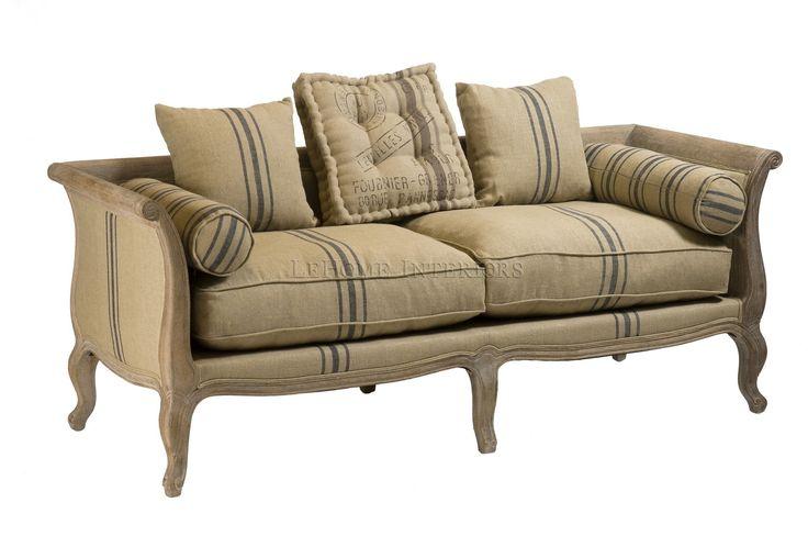 Диван Belvidere Sofa. Винтажный диван в стиле французского прованса. Прочный каркас из массива дуба с мягкими сиденьями, декоративными подушками и подушками роликами.