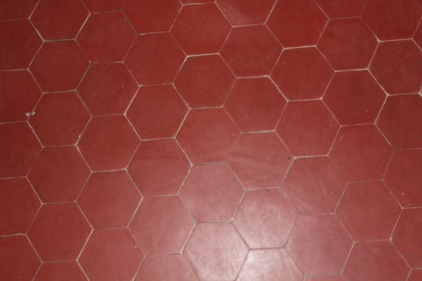 Tomettes hexagonales en terre cuite rouge carrelage for Carrelage hexagonal couleur