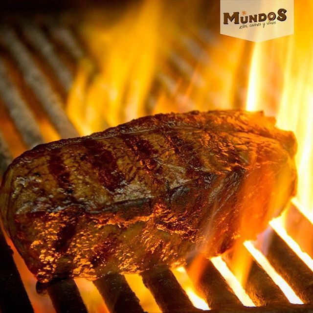 Dicen los expertos, que ni los mejores condimentos reemplazan los sabores naturales de una buena carne madurada. Compruébalo tu mismo #DryEdge #MundosRestaurante Reserva en el tel. 5371835 o en www.mundos.com.co