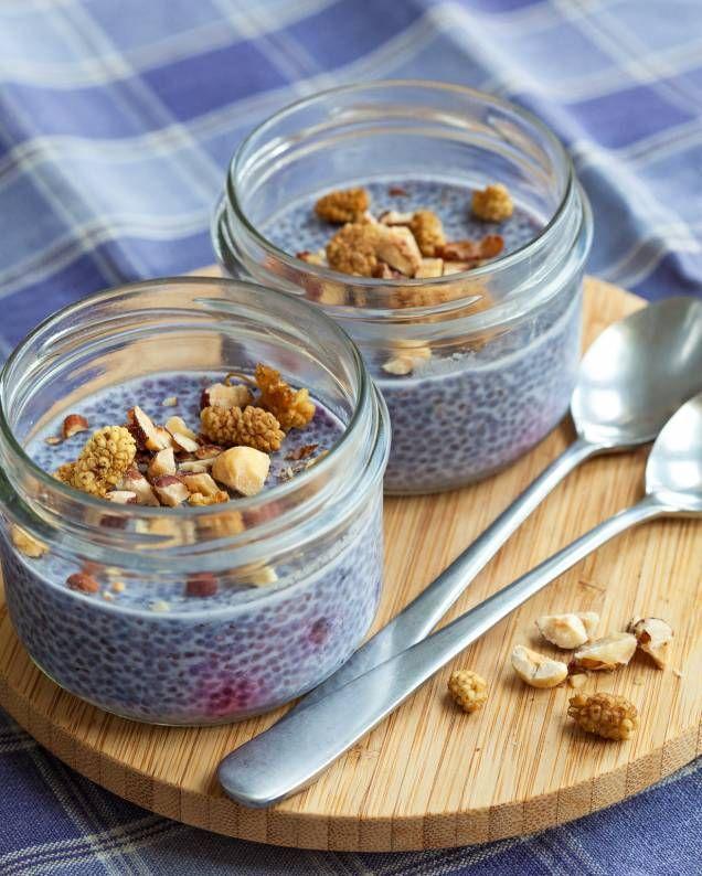 Chiapudding med blåbär och nötter. Riktigt, riktigt nyttig och oerhört god! Ger en perfekt start på dagen.