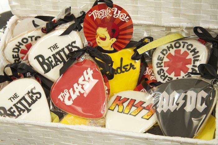 Biscoitinhos decorados de bandas para festa rock'n'roll