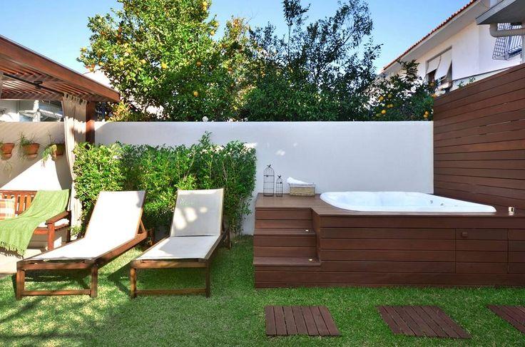 Navegue por fotos de Jardins Rústico Verde: Área de Lazer na cidade. Veja fotos com as melhores ideias e inspirações para criar uma casa perfeita.